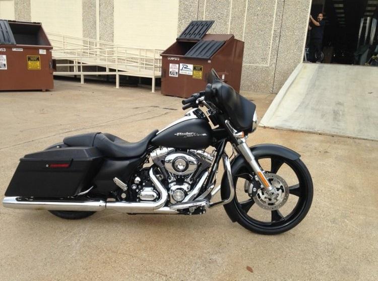 23 Black Bagger Harley 750