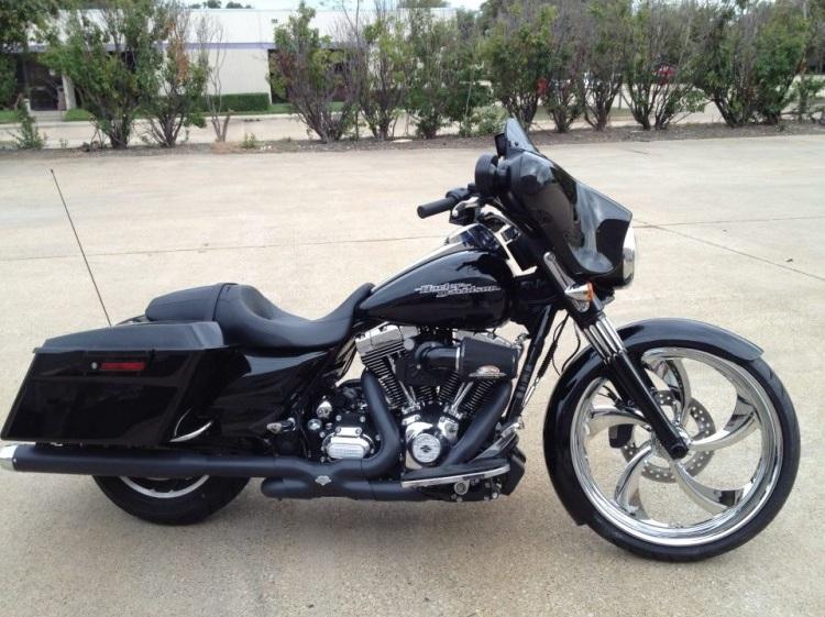 Black Street Glide Harley Bagger 750x750 Pickard Usa